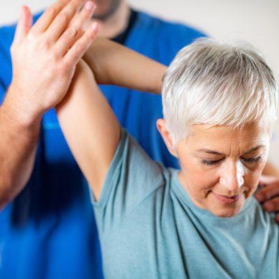 Ostéopathe personne agée senior retraité
